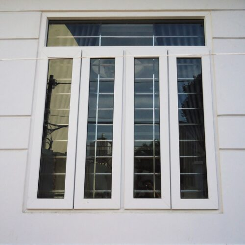 Cửa sổ mở quay